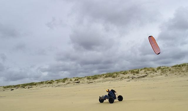 Dreirad mit Kite ~ Begegnung am Strand la Tremblade