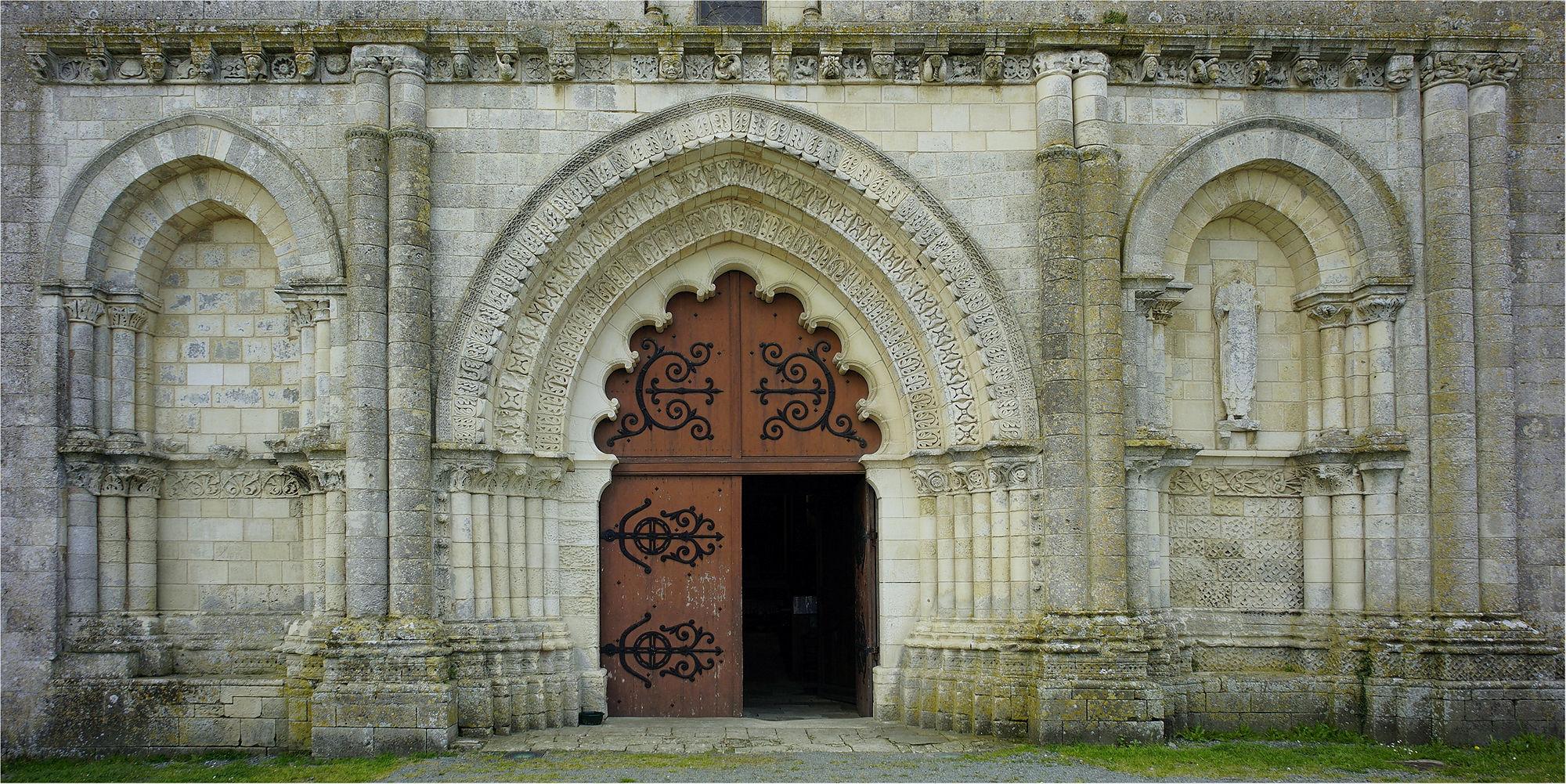 Église Saint-Martin d'Esnandes ~ Portal