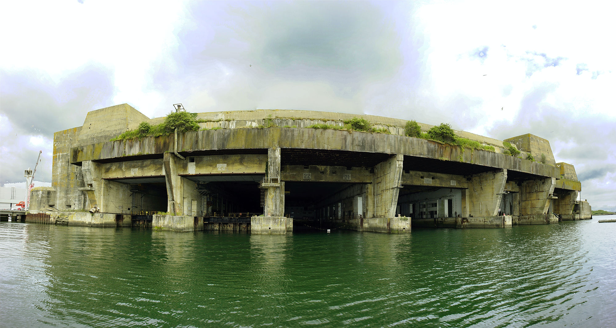 * Ubootbunker in Lorient ~ die Boote konnten direkt ins Dock einfahren *