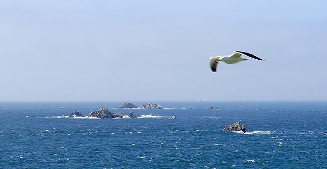 au bout du monde ~ hinter diesen Felsen liegt am Horizont nur noch offener Atlantik