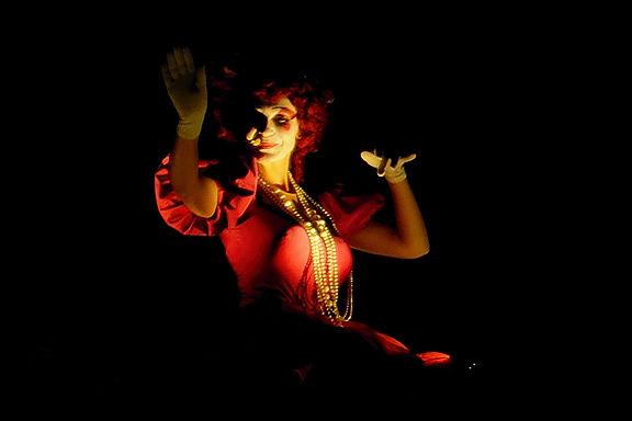. . .  da singt die Dame ~ Vanessa Hidden . . .