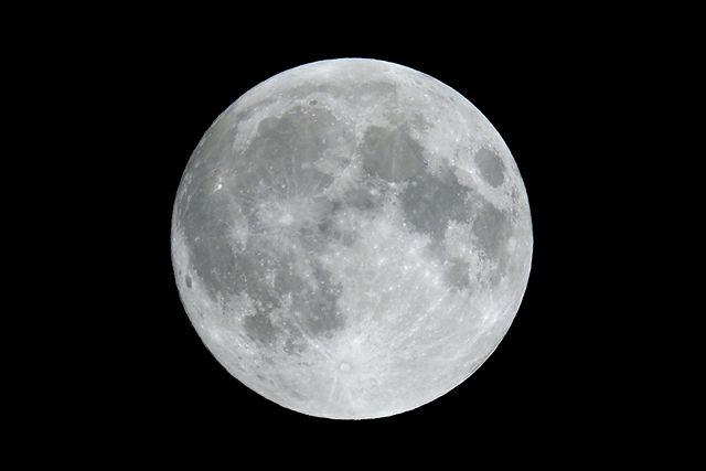Testaufnahme ~ der Vollmond gestern abend 21:36 Uhr, f:8, 1/320 sec, ISO100, 500mm Spiegeltele