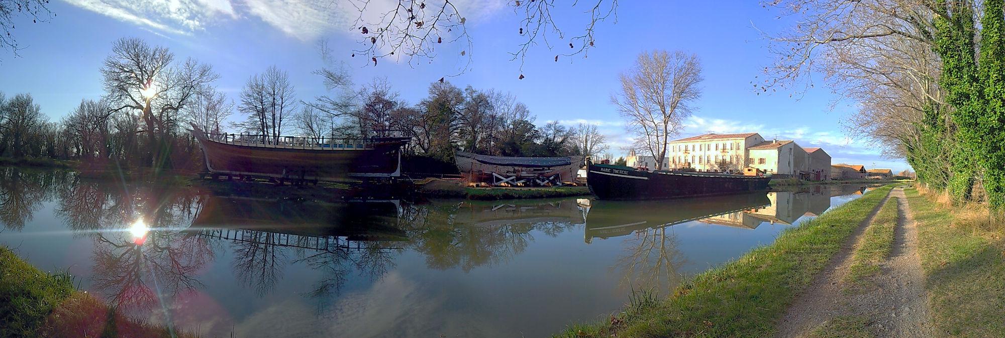 Werft am Canal de la Robine ~ Handypanorama