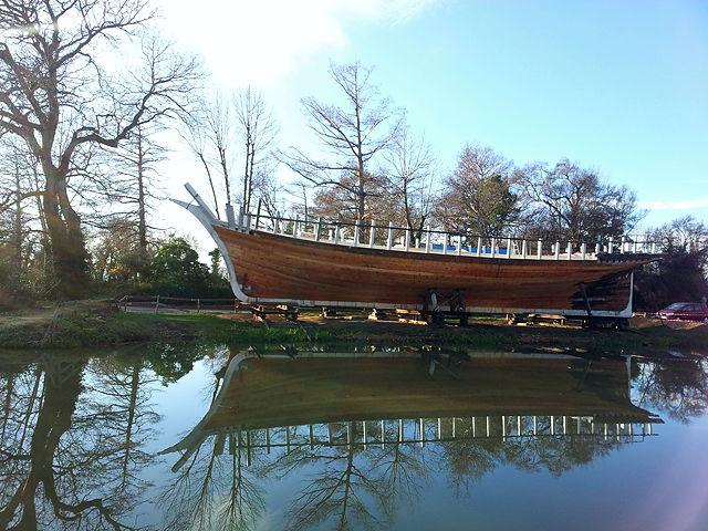 Werft am Canal de la Robine ~ neues Schiff