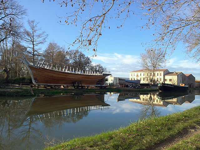 Werft am Canal de la Robine ~ Überblick