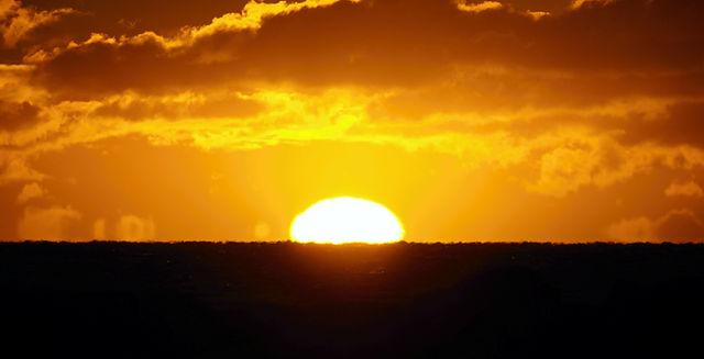 eine Linse steigt auf ~ Sonnenaufgang heute morgen