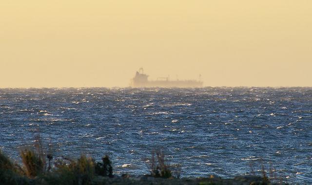 Rauhe, kabblige See ~ Sturm vom Land her