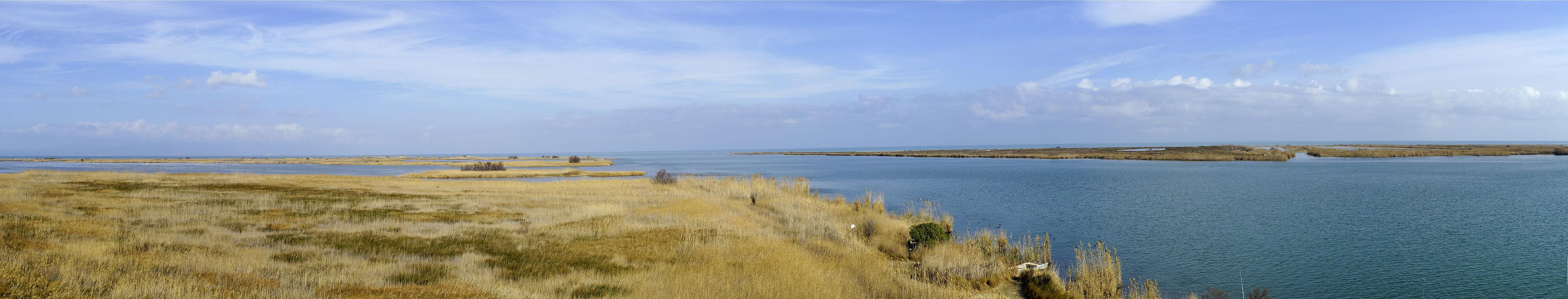 Parc Natural del Ebre ~ die Mündung ins Mediterreanum in der Mitte, rechts  Illa de Buda