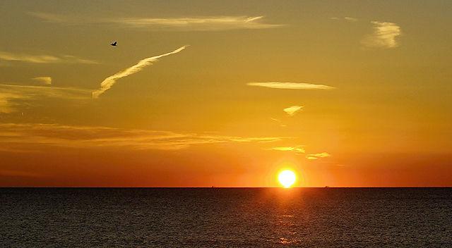 Sonnenaufgang über dem Meer, näher