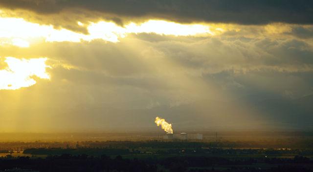 Notaus in Fessenheim am 20.10.2010 ~ die Dampfwolke über dem Kraftwerk leuchtet in der Abendsonne