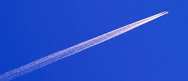 blauer Himmel ohne Wolken ~ bis auf künstliche :)