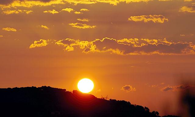 Sonnenaufgang ~ daß die mal nicht den Berg runterrollt!