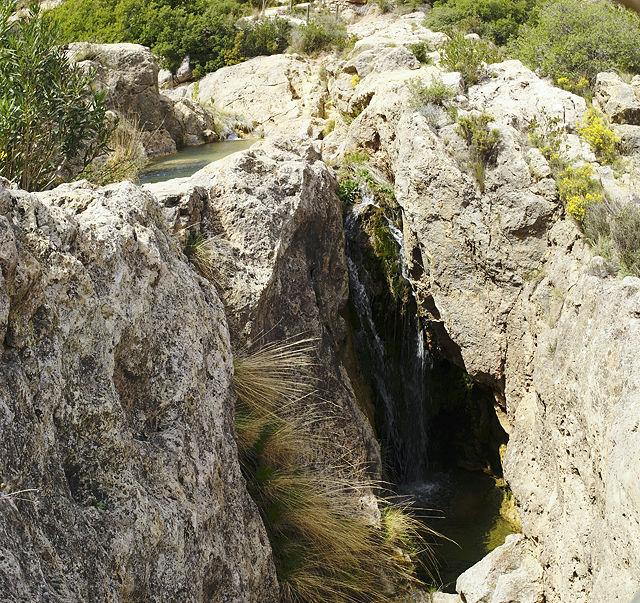 mit Ecken :) Becken, kleiner Wasserfall, Becken