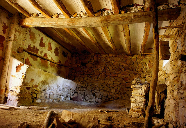 verlassenes Bauernhaus ~ Erdgeschoß, Stall