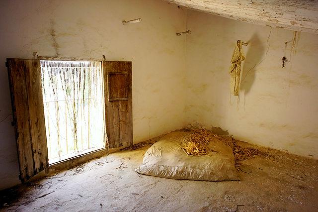 Schlafzimmer? 'Strohsack' geüllt mit Maiskolbenhüllblättern