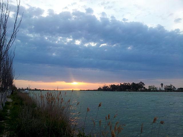 Ebro-Mündung ~ Morgenhimmel . . . mehr Ahnung als Sonne