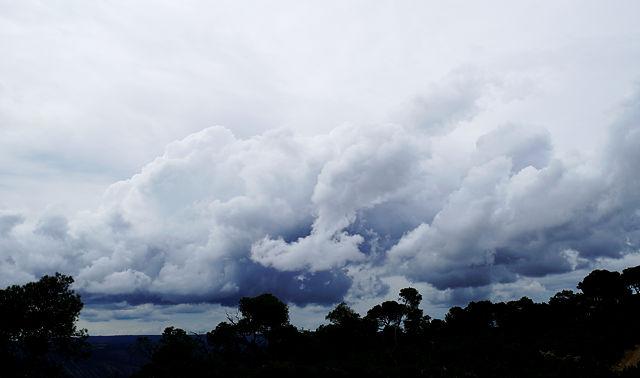 Wolken über dem Ebro ~ nach dem Regen