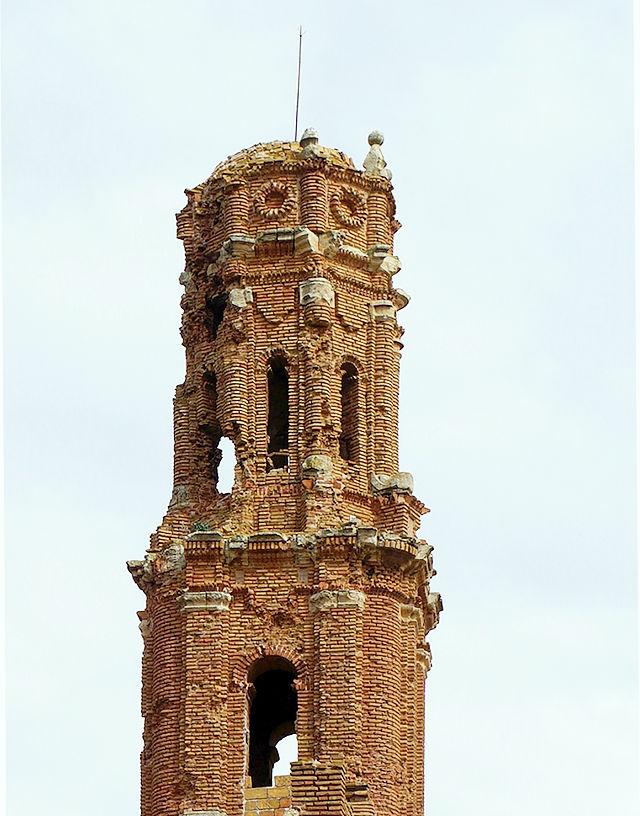 Belchite ~ zerschossener Kirchturm