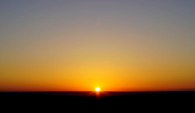 Sonnenaufgang unspektakulär auf der hohen Ebene