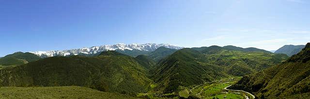 Panorama aus 1150 Metern Höhe ~ im Hintergrund Serra del Cadí