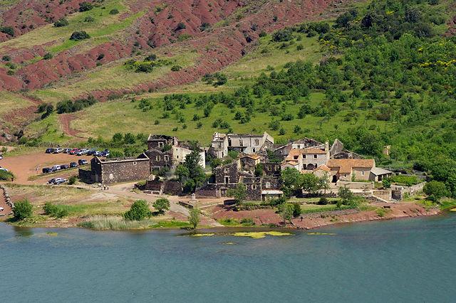 Lac du Salagou, was so übrig bleibt ~ Dörfchen Celles . . . nur die Kirche noch mit Dach