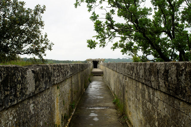 Pont du Gard, ganz oben ~ hier floß mal das Wasser