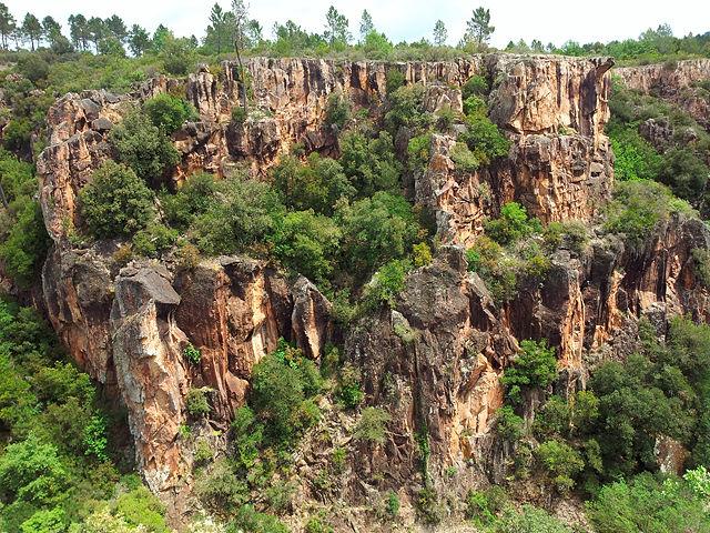 Gorges de Pennafort ~ gegenüberliegende Felswand