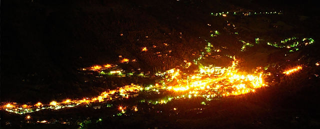 Blick ins Tal bei Nacht ~ Sospel