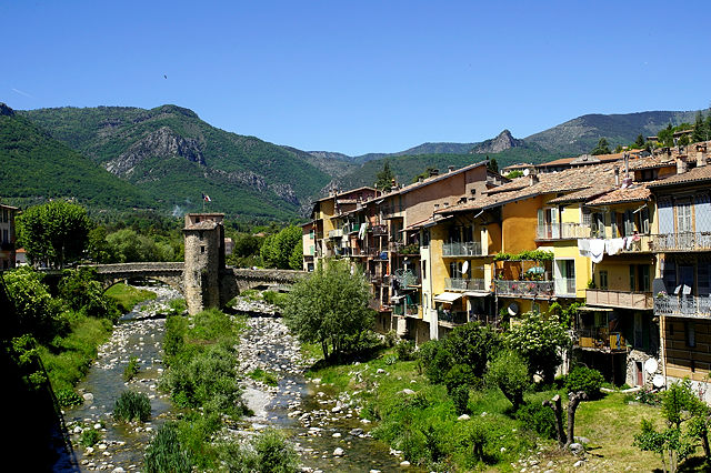 Sospel ~  Bévéra mit  alten, nach Zerstörung im 2.Weltkrieg wieder aufgebauten Brücke mit altem Zollhaus
