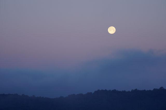 der erste Morgen in Italien ~ der Mond geht bald unter