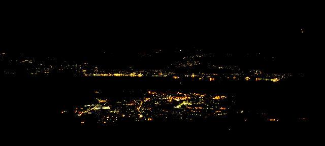 * Nacht am Lago ~ vorne Verbania, dahinter Stresa *