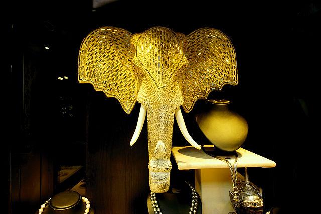 Elefant im Schmuckladen