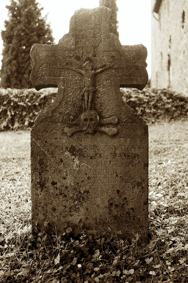 Grabstein an der St. Lubentius-Basilika Dietkirchen