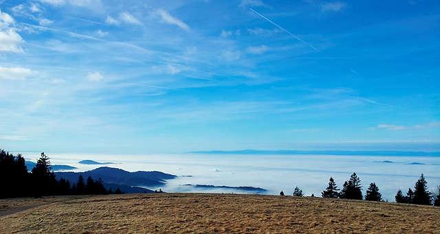 Inversion ~ Blick von oben über das Meer der Nebelsuppe