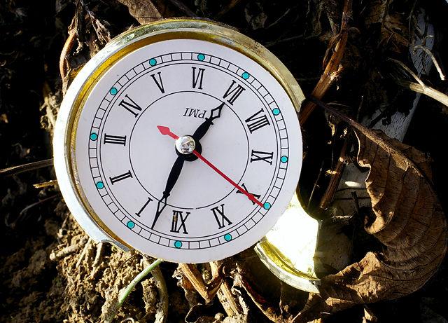 ist da die Zeit zerbrochen ~ oder doch nur die Uhr? :)