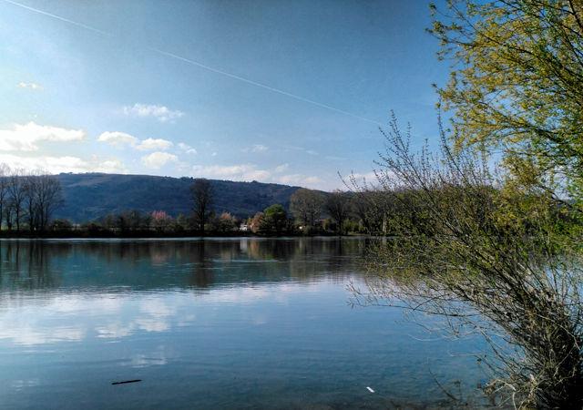 von der anderen Rhôneseite ~ Suchbild mit Magirus