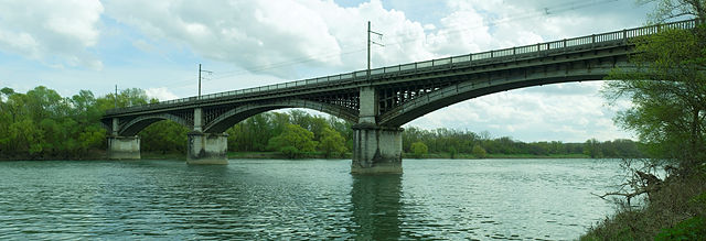 Eisenbahnbrücke aus Eisen und Beton