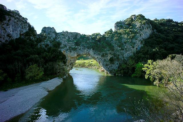 Pont d'Arc ~ Ardèche von unten und nah, Schattenseite