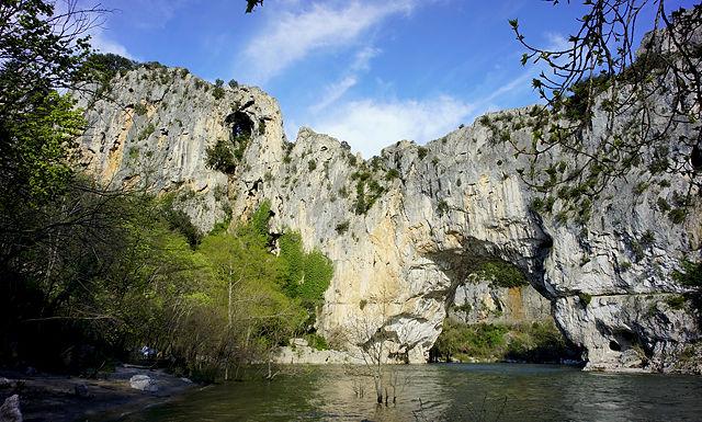 Pont d'Arc ~ Ardèche von unten und nah, Sonnenseite
