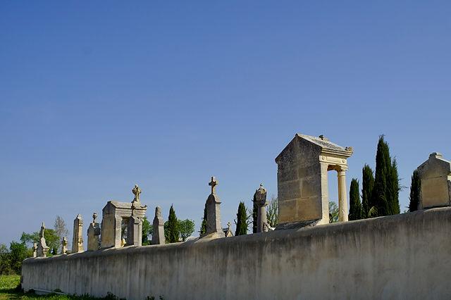 der Friedhof am hellen Tag