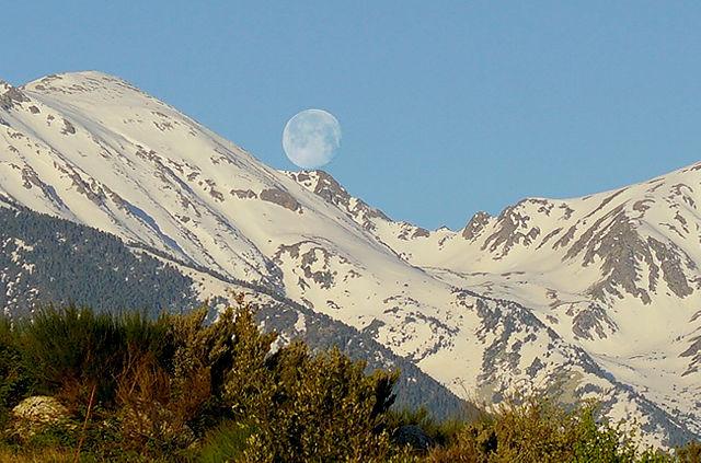 Touchdown ganz nah ~ Monduntergang am Pic du Canigou