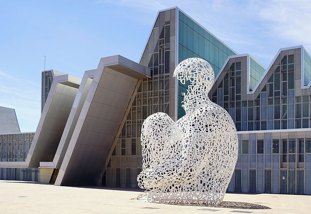 Expo 2008 Zaragoza ~ sitzende Statue aus Buchstaben
