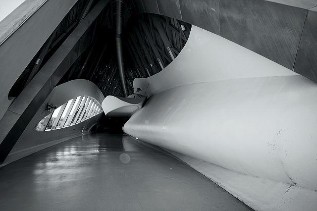 Expo 2008 Zaragoza ~ Innenansicht des Brückenpavillions