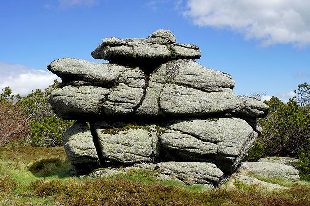 Pic de Nore ~ natürlich geschichtete Felsen