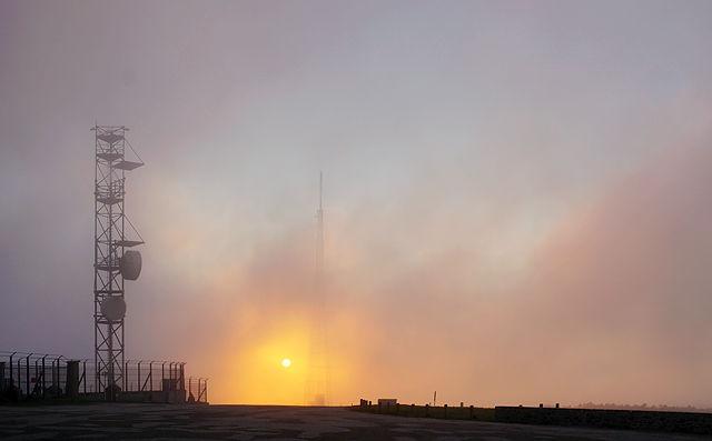 Pic de Nore ~ <Sonnenaufgang zwischen Sendetürmen und jagenden Wolken