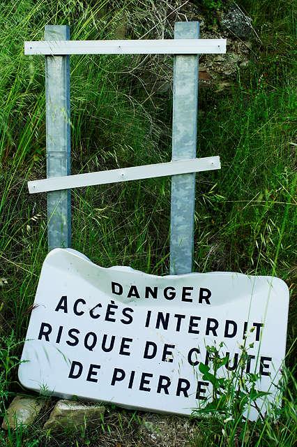 Gefahr </br> Zutritt verboten </br> es könnten Steine herunterfallen