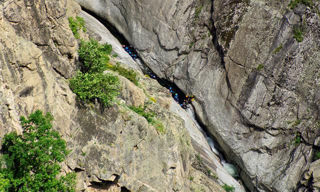 les gorges du Chassezac ~ ganz tief unten, an der schmalsten Stelle: Canyoning