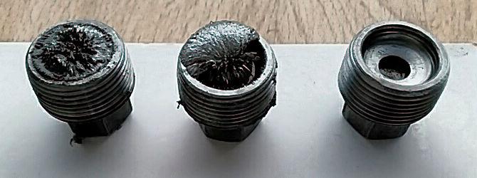 Metallabrieb an den magnetischen Ablaßschrauben ~ das Getriebe des alten Herrn Magirus malade
