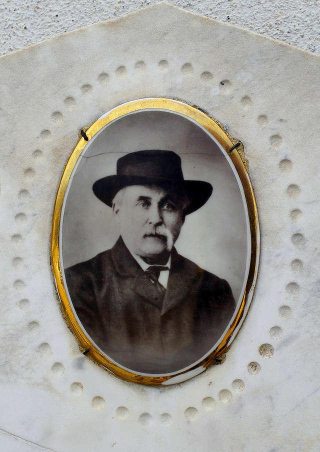 Photoplakette ~ würdevoller Herr mit Hut