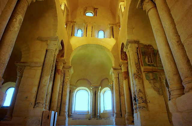 église prieurale Saint Romain Le Puy ~ Altarraum
